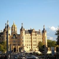 W stronę zamku w Schwerinie