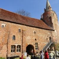 Zwiedzanie zamku w Klempenow