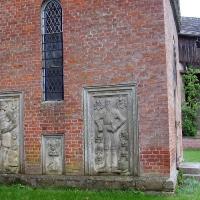 2 Schonermark kamienne epitafia członków rodu v Arnim zmarłych w latach 1583 – 1604