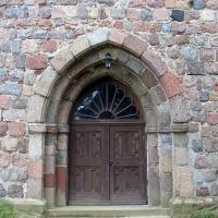 4 Bertikow - kosciół z granit kwader 2 poł XIII w- portal znakomity warsztat kam