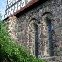 5 Berlikow -kościoł-okna fragment wiezy